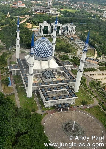 The Sultan Salahuddin Abdul Aziz Mosque ...