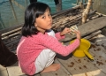 A little Bajau girl tries to revive an u...